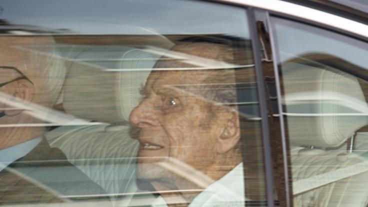 Prinz Philip wirkte beim Verlassen des Krankenhauses noch sichtlich mitgenommen. (Foto)