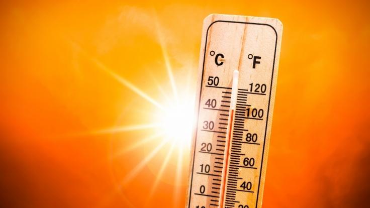 Am Wochenende und in der kommenden Woche sorgt Hoch Kevin für ein Sommer-Comeback. Uns erwarten Temperaturen von bis zu 33 Grad Celsius.