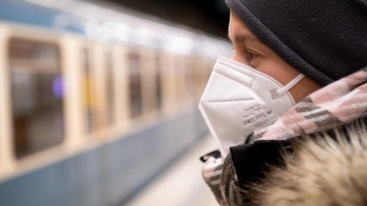 Wird das Tragen einer FFP2-Maske bei der Deutschen Bahn bald Pflicht? (Foto)