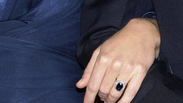 Zu ihrer Verlobung trug Kate Middleton den Ring von Lady Di. (Foto)