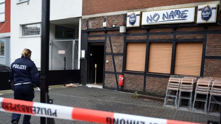 Bei einer Schießerei in Köln wurde offenbar ein unbeteiligter Kneipengast erschossen.