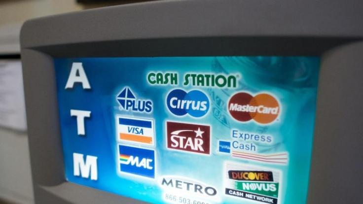 Wer im Auslandsurlaub mit EC-Karte bezahlen möchte, sollte vorher prüfen, ob seine Karte auch im Ausland Gültigkeit besitzt. (Foto)