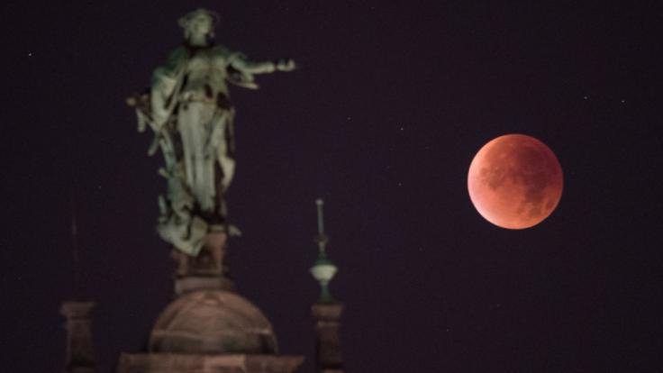 Am 27. Juli 2018 wird ein Blutmond am Abendhimmel prangen. Schnallen Sie sich lieber fest an! (Foto)