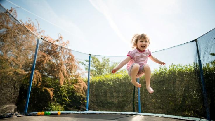Im englischen Sharnbrook verlor ein Mädchen (12) seinen Arm durch einen schlimmen Trampolinunfall. (Foto)