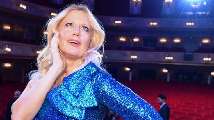 Barbara Schöneberger trägt ihre Mundmaske zur Schau. (Foto)