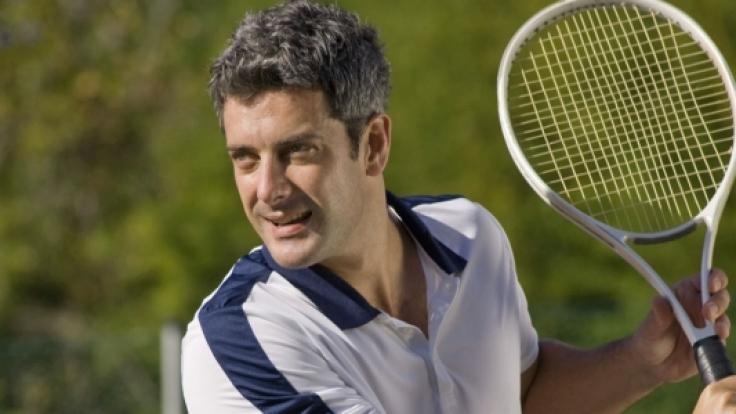 Regelmäßige Bewegung fördert die Testosteronproduktion und hilft beim Erhalt eines gesunden Körpergewichtes.