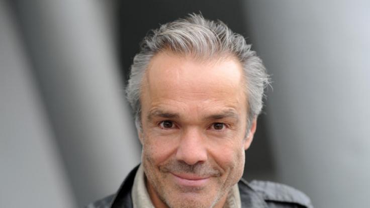 Schauspieler Hannes Jaenicke ist wieder solo.