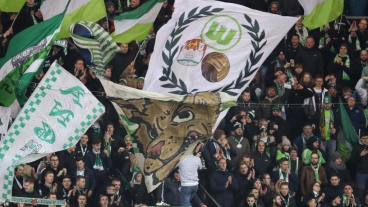 Der VfL Wolfsburg wird von seinen Fans mit Jubel und Gesängen unterstützt. (Symbolbild) (Foto)