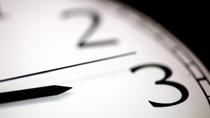 Bald müssen die Uhren wieder von Winter- auf Sommerzeit umgestellt werden. (Symbolfoto) (Foto)