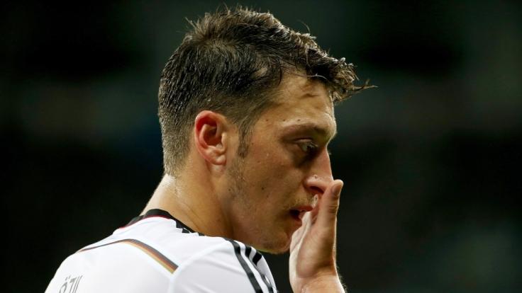 Das Netz kennt keine Gnade mit Mesut Özil.