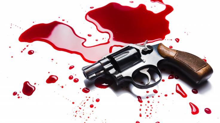 Ein drei Jahre alter Junge hat sich beim Spielen mit einer Waffe versehentlich selbst erschossen (Symbolbild). (Foto)