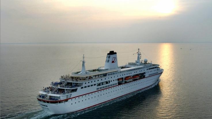 Der Kapitän hat die Polizeigewalt auf hoher See und kann den Verdächtigen auf einer Kabine festhalten, bis das Schiff den nächsten Hafen erreicht. (Symbolbild) (Foto)