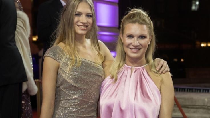 Magdalena Brzeska und ihre Tochter Noemi (l) beim 36. Deutschen Sportpresseball 2017. (Foto)