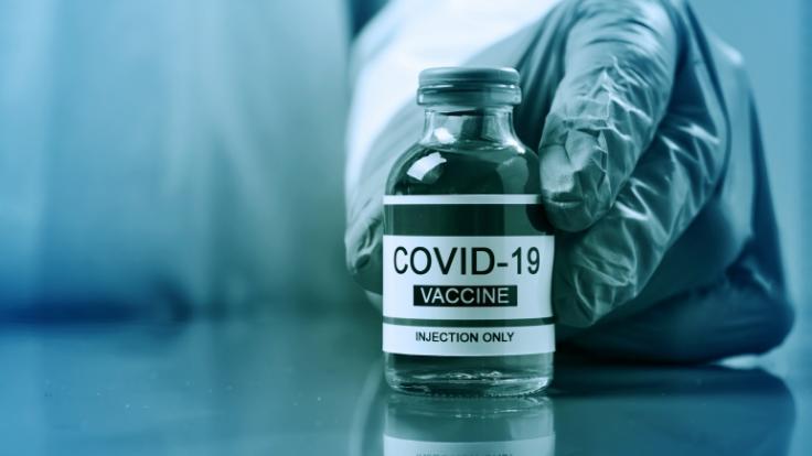 Verschwörungstheoretiker behaupten, dass alle Geimpften bald sterben werden. (Foto)