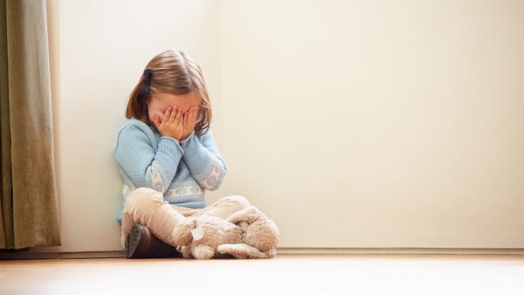 Wegen mehrfachem Kindesmissbrauch wurde eine Frau in Großbritannien zu über sieben Jahren Haft verurteilt (Symbolbild). (Foto)