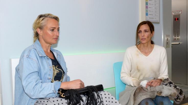 Maren (Eva Mona Rodekirchen, l.) und Katrin (Ulrike Frank) sorgen sich um Tobias. (Foto)