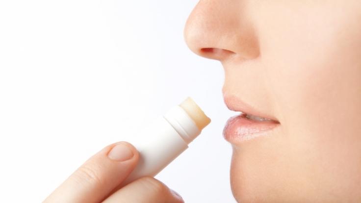 Lippenpflegestifte enthalten krebserregende Stoffe. (Foto)