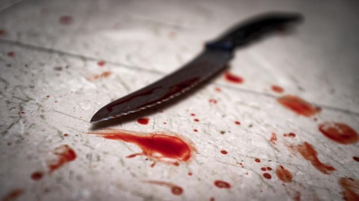 In London wurde eine schwangere Frau mit einem Messer getötet, das Baby schwebt in Lebensgefahr (Symbolbild).