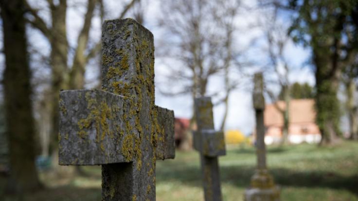 Der 17-Jährige wurde auf einem Friedhof vergewaltigt. (Foto)