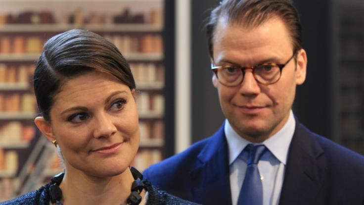 Prinz Daniel von Schweden steht seiner Ehefrau, Kronprinzessin Victoria von Schweden, trotz gesundheitlicher Beschwerden tapfer zur Seite.