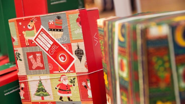 """Im Rahmen von """"Weihnachten im Schuhkarton"""" können Sie Geschenkpäckchen zusammenstellen, die an bedürftige Kinder verteilt werden. (Foto)"""