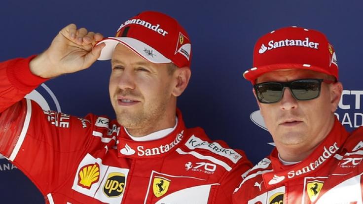 Sebastian Vettel (l.) und sein Team-Kollege Kimi Räikkönen. (Foto)