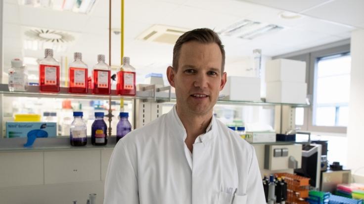 Die Neuinfektionen mit dem Coronavirus in Deutschland steigen weiter, doch HIV-Virologe Streeck ist unbesorgt. (Foto)