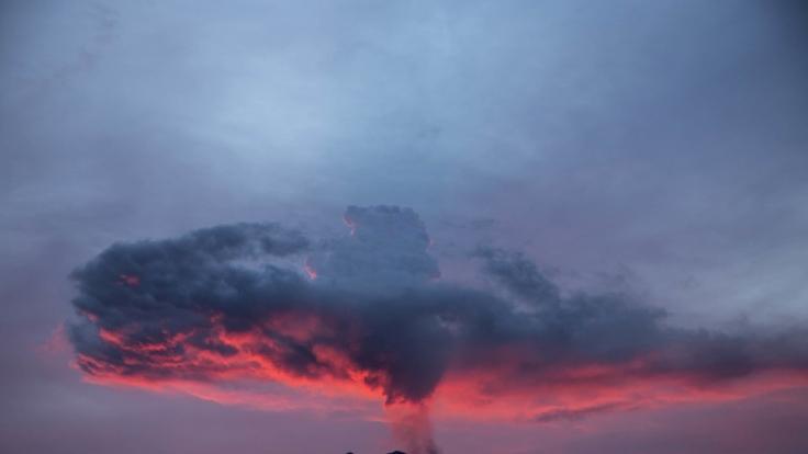 Der Vulkan Agung auf Bali sorgte zuletzt mit Ausbrüchen für Panik in der Bevölkerung. (Foto)