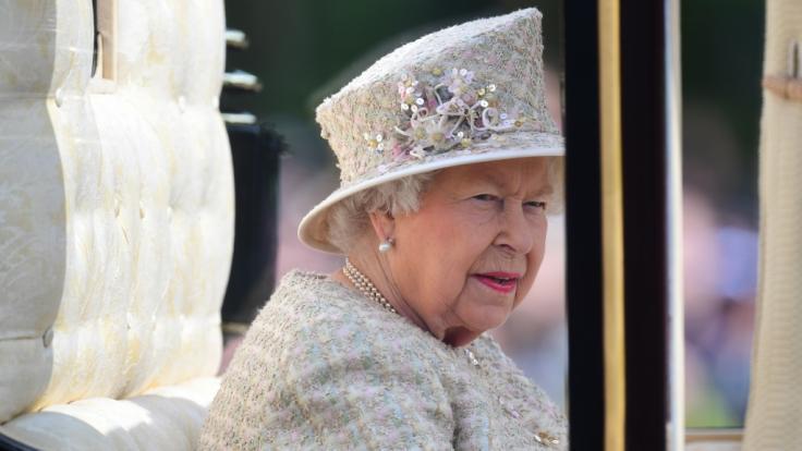 Queen Elizabeth II. könnte in diesem Jahr notgedrungen auf ihre Geburtstagsparade verzichten müssen. (Foto)