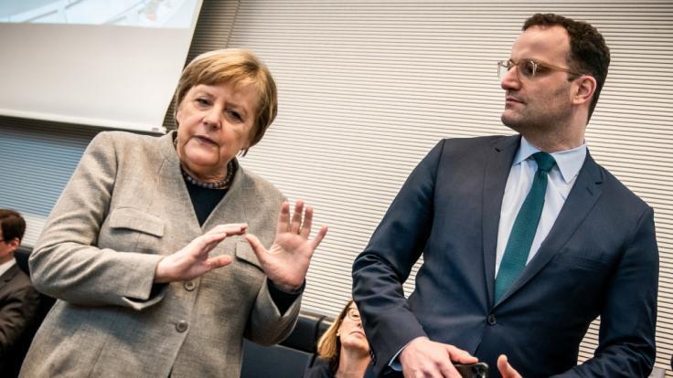 Bundeskanzlerin Angela Merkel (CDU) und Jens Spahn (CDU), Bundesminister für Gesundheit, bei einer Sitzung der CDU/CSU im Bundestag im März.