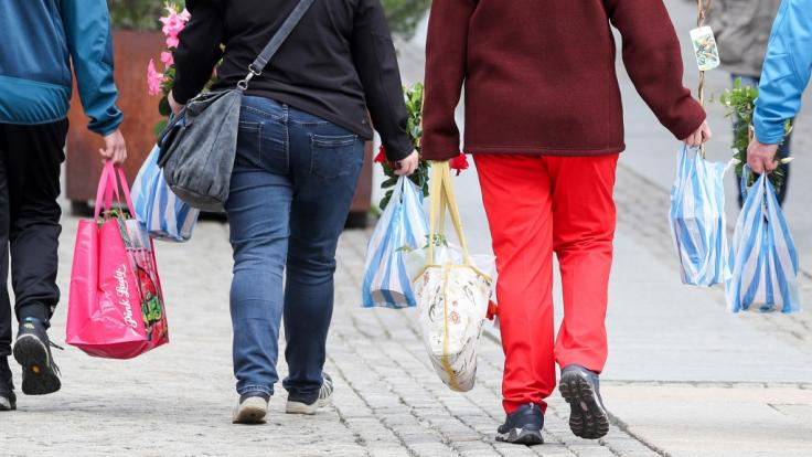 Plastiktüten sollen dem Bundesumweltministerium zufolge ab dem Jahr 2020 verboten werden. (Foto)