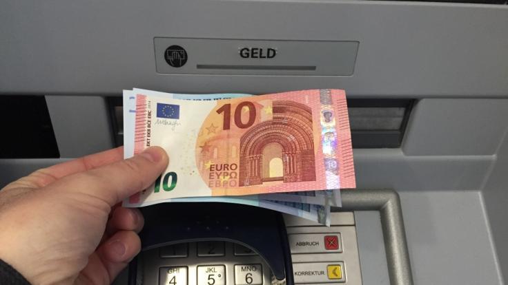Bezahlen wir bald Strafzinsen auf unser Bargeld?