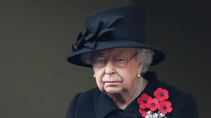 Sollte die Queen als Erste geimpft werden?