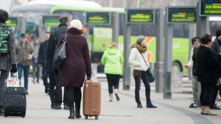Die Fahrt mit dem Fernbus ist zwar meist langsamer, aber dafür oft billiger als die Bahn. Die Preise insgesamt jedoch waren schon mal günstiger. (Foto)