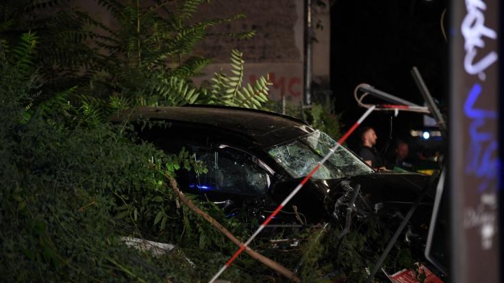 In Berlin-Mitte sind bei einem schweren Verkehrsunfall vier Menschen getötet worden.