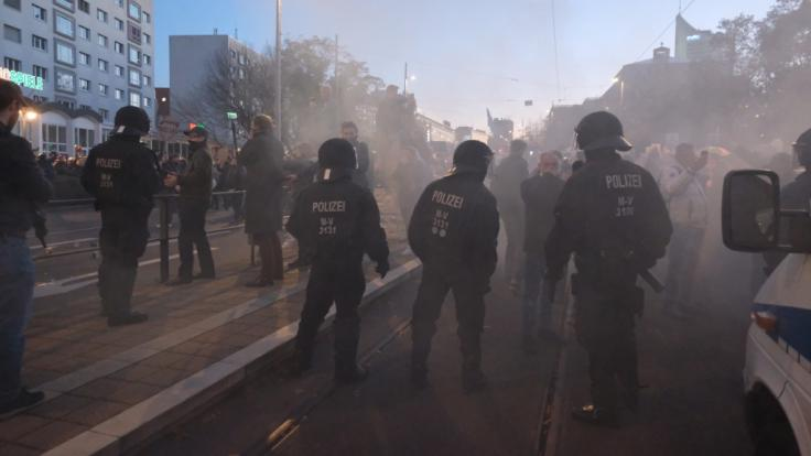 Die Anti-Corona-Demo in Leipzig ist eskaliert.
