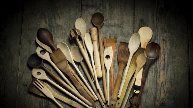 Holzlöffel sollte man gründlich reinigen.