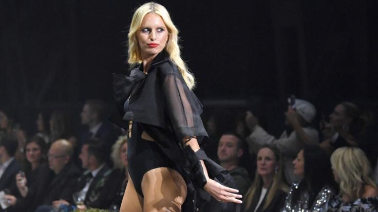 Supermodel Karolina Kurková posierte nackt für die Kamera und präsentierte ihren Babybauch (Foto)