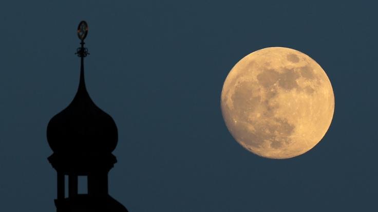 Der Vollmond im August wird auch als roter Mond bezeichnet. (Foto)
