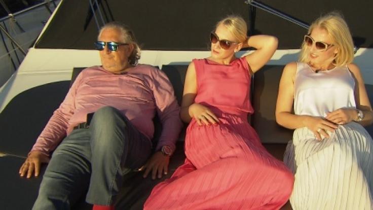 Die Lammingers beim Relaxen auf einer Luxus-Yacht.