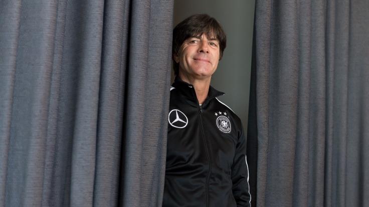 Bundestrainer Joachim Löw vor dem Spiel gegen San Marino. (Foto)