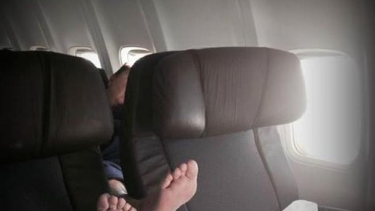 Viele Passagiere können ihre Füße nicht bei sich lassen? (Foto)