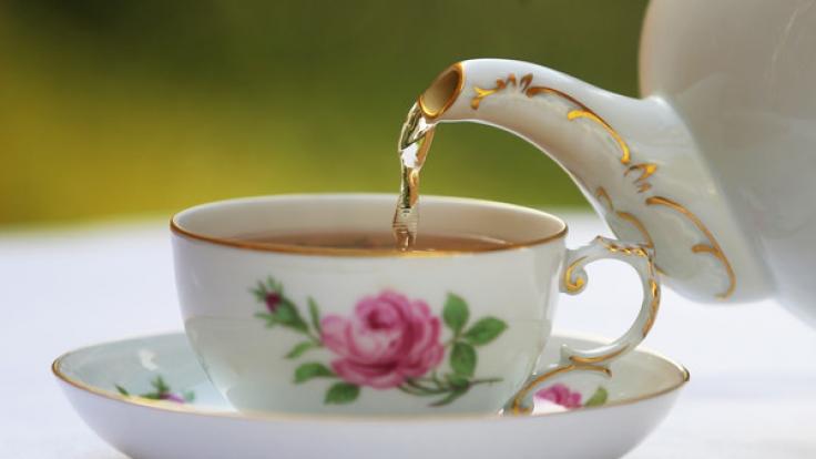 Pestizide, PAK, künstliche Aromen: Viele Tees sind stark belastet.
