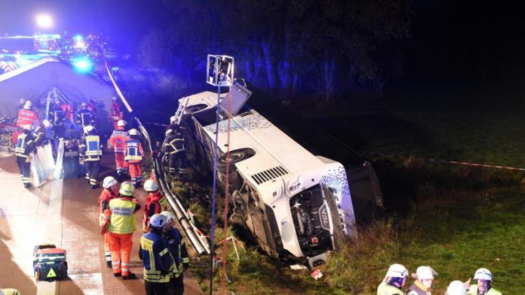Auf der A1 kam es zu einem schweren Bus-Unglück. (Foto)