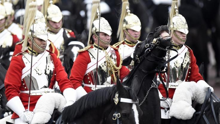 Die Angehörigen der Household Cavalry sind das Aushängeschild der britischen Armee und in ihren Paradeuniformen stets bei royalen Paraden zugegen.