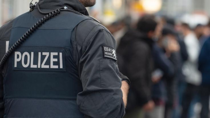 Ermittler haben am Dienstag drei Wohnungen in Offenbach wegen des Verdachts der Vorbereitung einer schweren staatsgefährdenden Gewalttat durchsucht. Drei Männer im Alter von 24, 22 und 21 Jahren wurden festgenommen. (Foto)