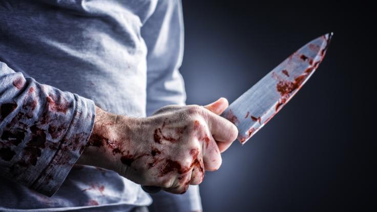 Eine 55-jährige Frau aus England wurde von ihrem eigenen Sohn mit einem Brotmesser ermordet (Symbolbild). (Foto)