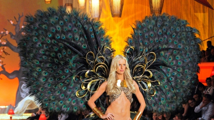 Karolina Kurkova lief jahrelang für Victoria's Secret - trotz fehlendem Bauchnabel.