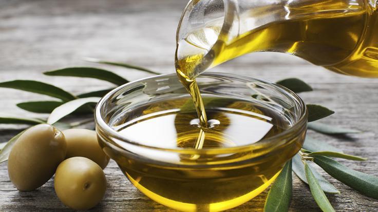 Olivenöl ist zwar gesund, doch bei der falschen Anwendung können gefährliche Stoffe entstehen. (Foto)