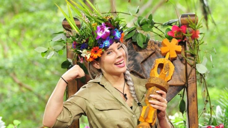 So glücklich kann eine Dschungelkönigin strahlen: Jenny Frankhauser nach ihrer Kröning zur Siegerin von
